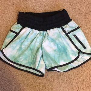 Lululemon tracker shorts tye dye nwot size 4
